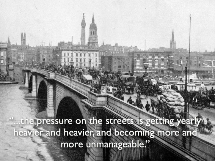 Traffic in London in the 30s